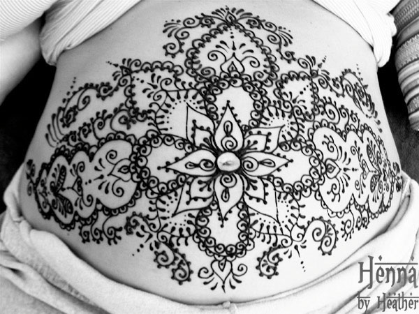 doula_henna_design_belly_expecting_mother